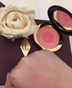 Charlotte Tilbury Cheek to Chic Blusher Sex on Fire swatch