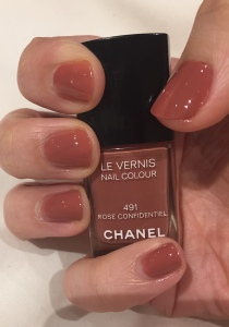 Chanel Le Vernis Nail Colour Nail Varnish 491 Rose Confidentiel Review Swatch