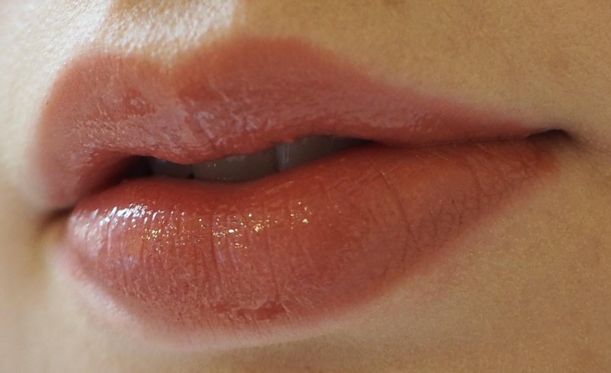 How I enhance my lips Charlotte Tilbury Bitch Perfect Lipstick Pillow Talk Lip Cheat High Society Lipgloss Review Swatch