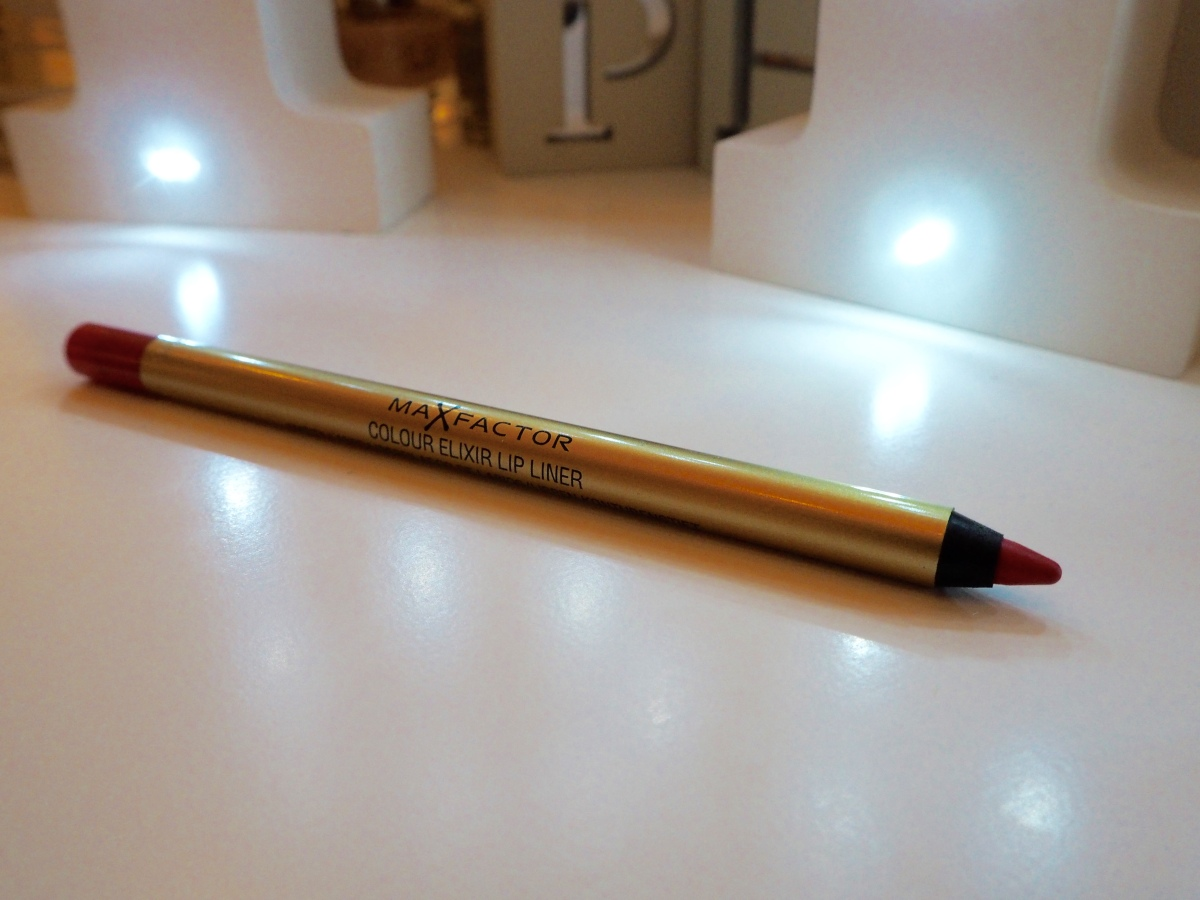 Max Factor Marilyn Berry Elixir Lipstick Review Swatch Colour Elixir Lip Liner 10 Red Rush