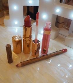 The Perfect Pink Kiss Charlotte Tilbury Coachella Coral lipstick K.I.S.S.I.N.G lipstick Lip Cheat Pink Venus Lip Liner Lip Lustre Portobello Girl Lip Lacquer Review Swatch