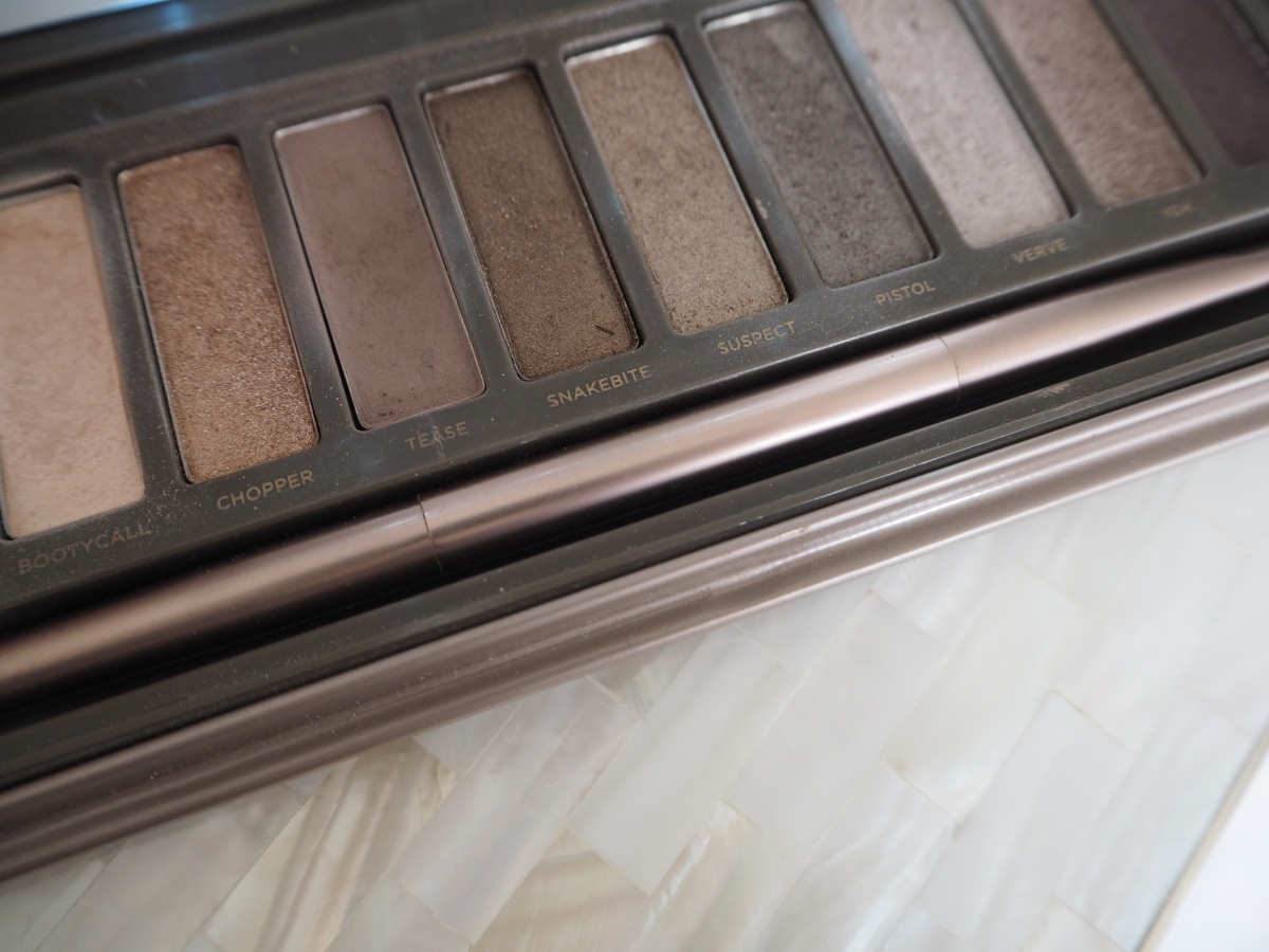 Urban Decay Naked Palette 2 Tutorial Blue Green Eyes How to make them pop pretty eyes Charlotte Tilbury Magic Foundation Air Brush Light Reflecting Powder Miracle Eye Wand NARS eyelid primer review tutoral