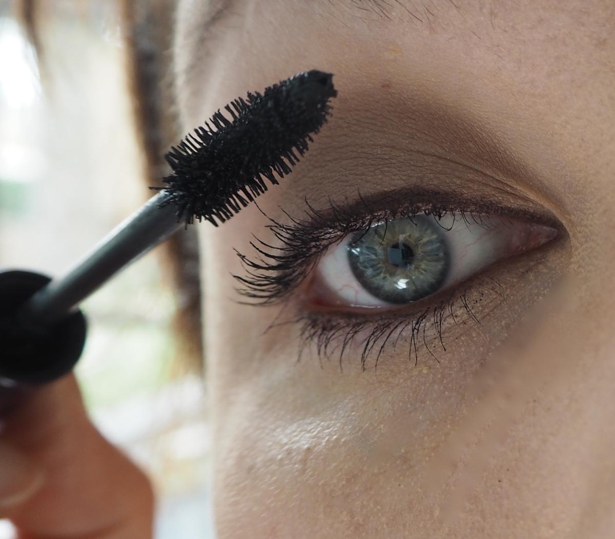 urban decay naked palette 2 tutorial pretty green eyes blue eyes charlotte tilbury mascara Rosie for autograph eyeliner
