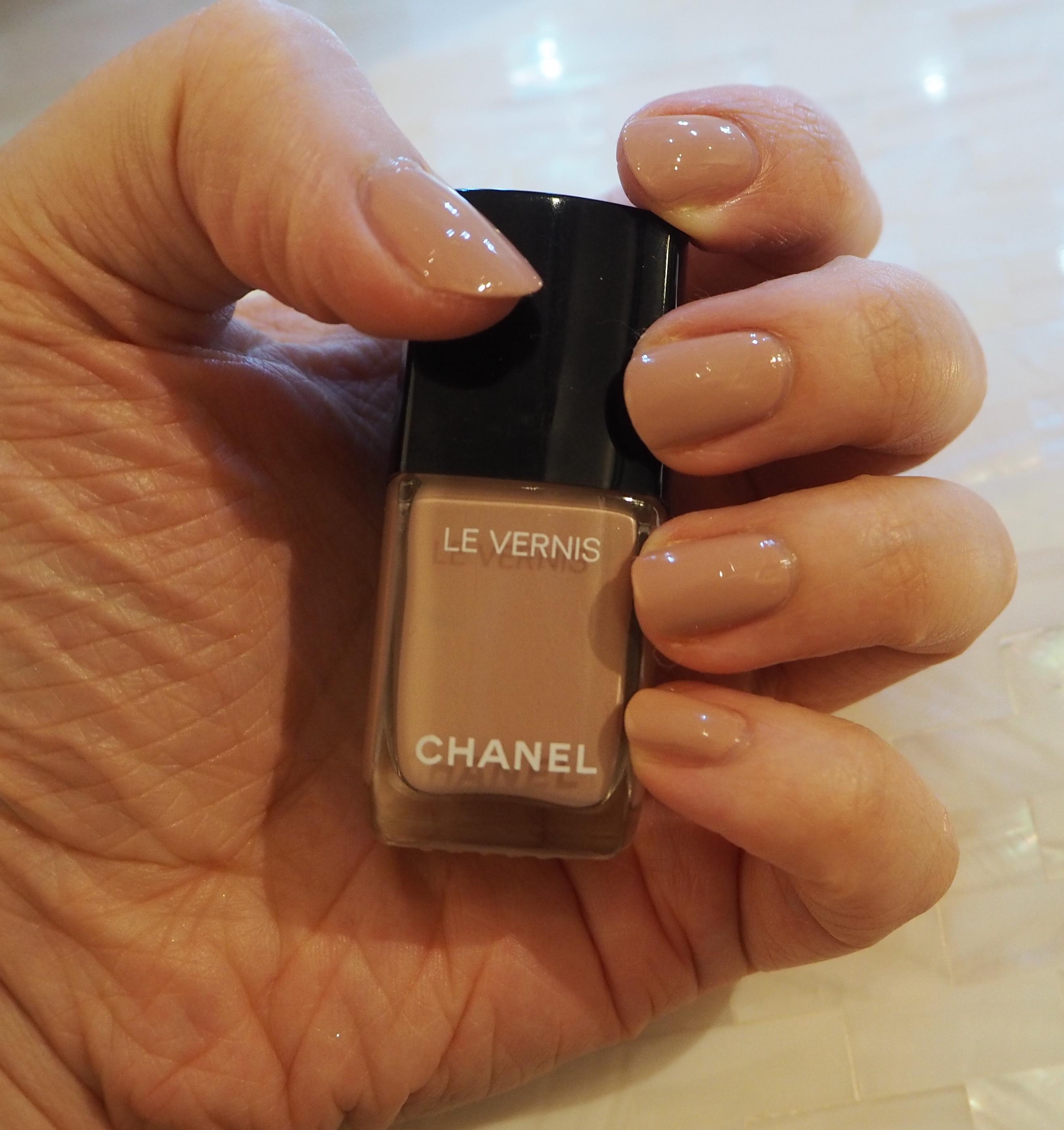Chanel Organdi Le Vernis Longwear Nail Colour Review ...